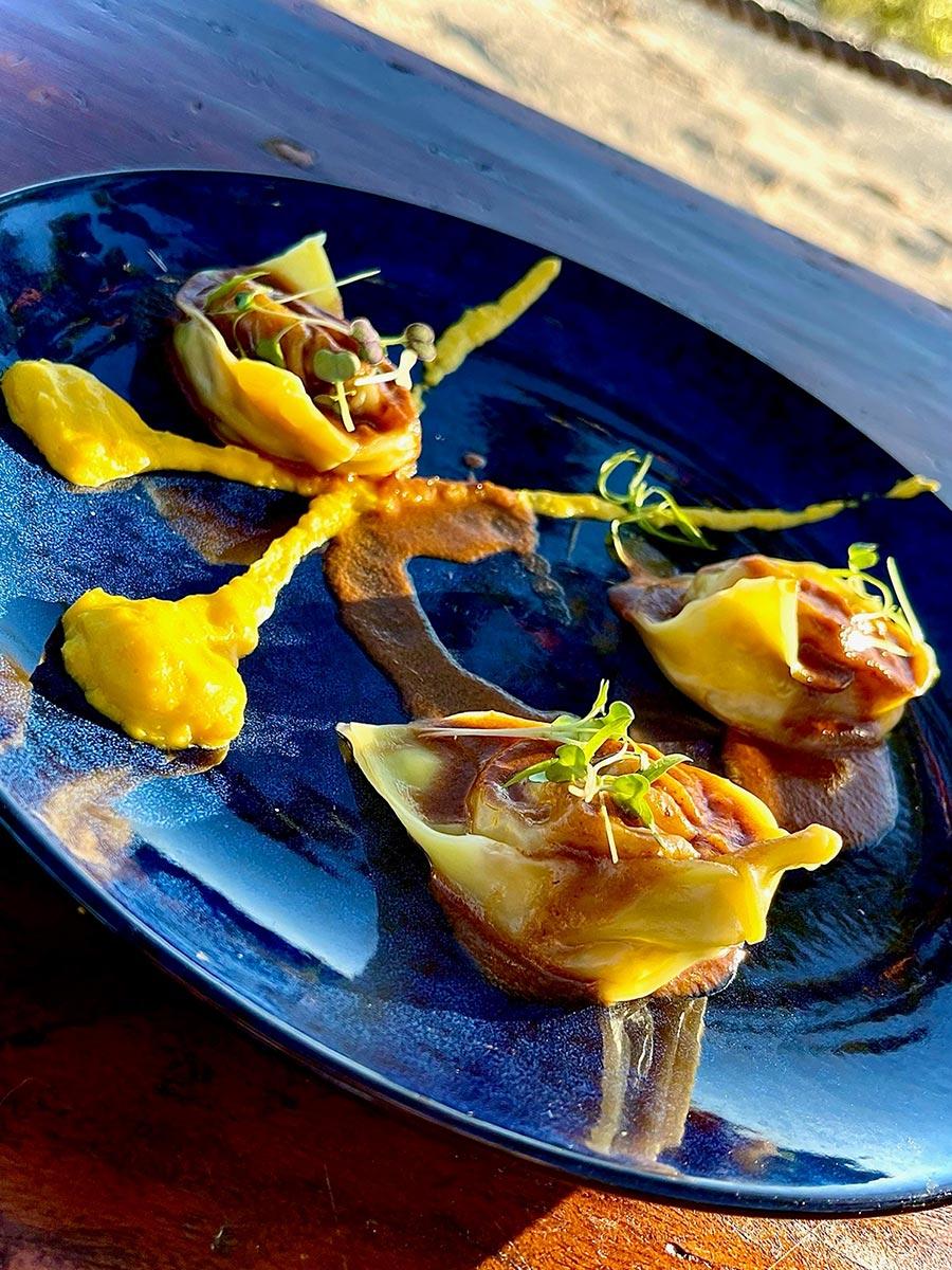 anchorage bar cafe restaurant superb food and wine in karumba queensland
